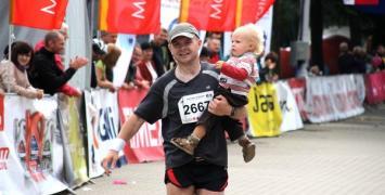Trenujemy bieganie  z dziećmi. Jakich błędów nie popełniać?