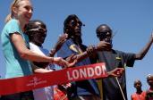 Otwarcie centrum. Wśród przecinających wstęgę Paula Radcliffe i Mo Farah / Fot. Twitter